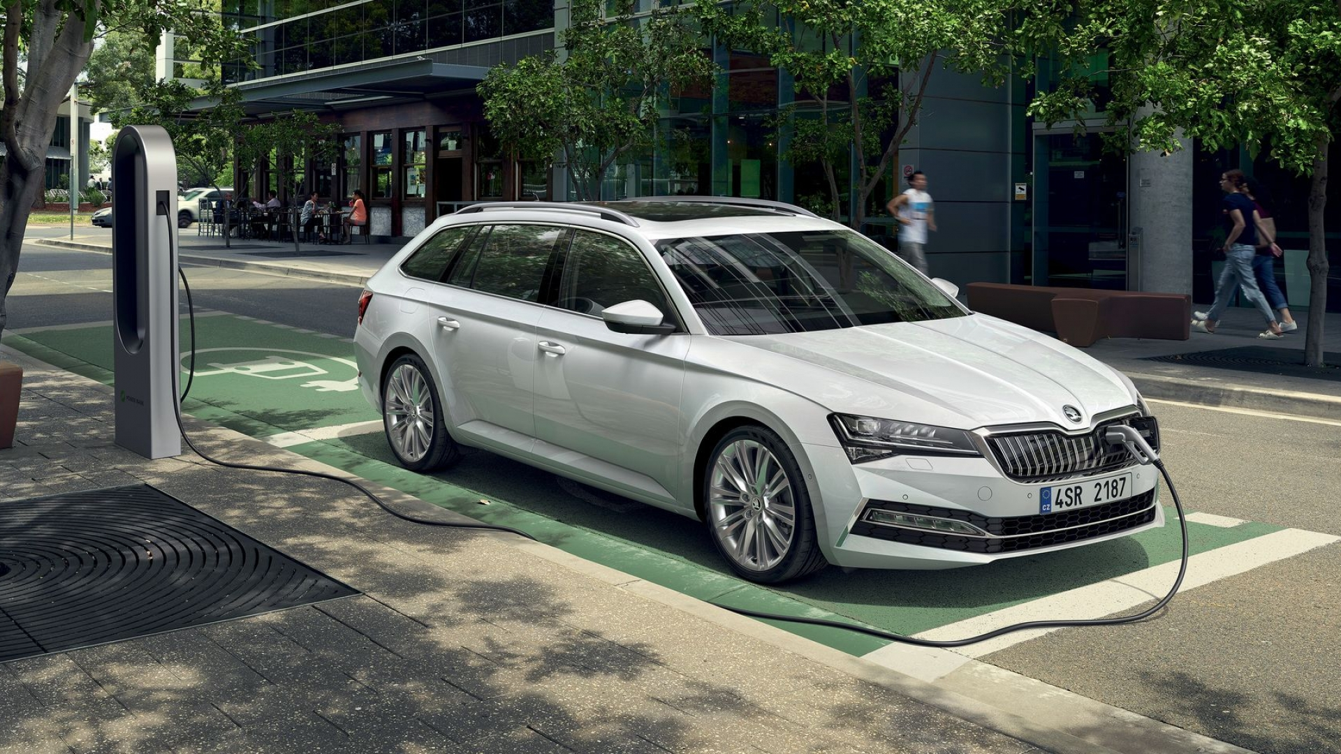 Superb W Executive Plug-In Hybrid